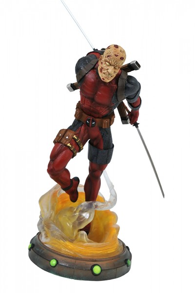 Marvel Gallery - Unmasked Deadpool Statue